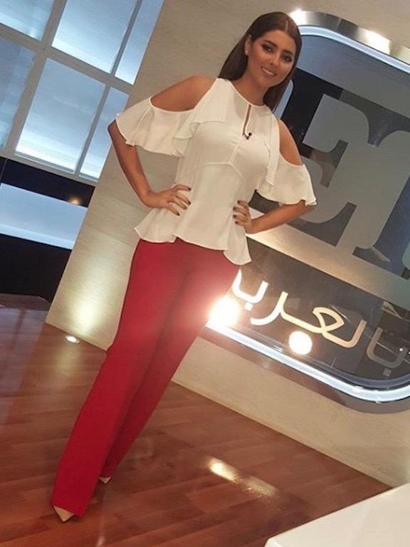 مريم سعيد أنيقة في البنطلون الأحمر
