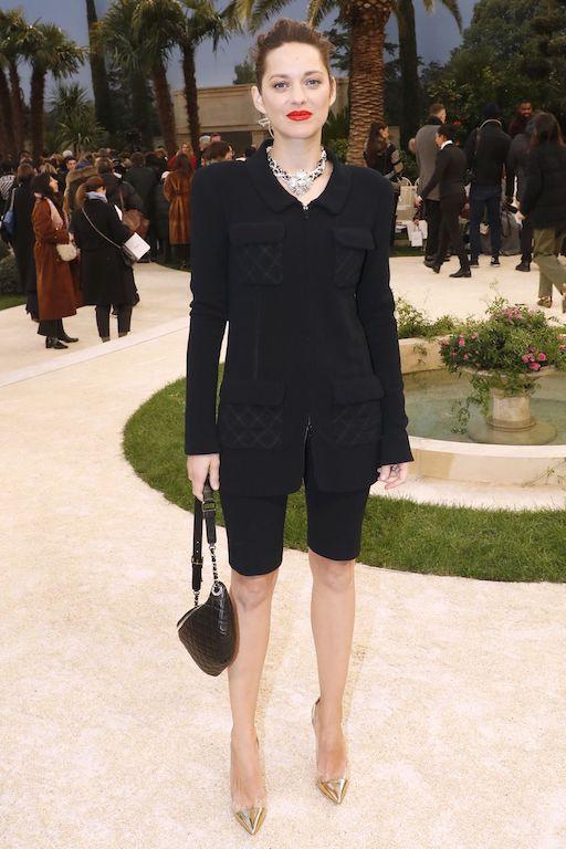 ماريون كوتيارد في اطلالة أنيقة باللون الأسود من شانيل
