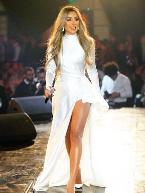 مايا دياب في فستان أبيض من نيكولا جبران