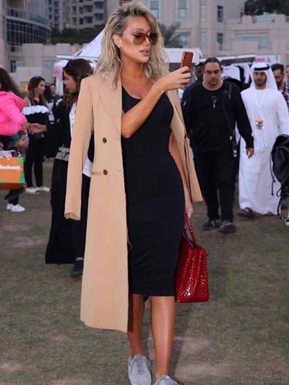 مايا دياب في فستان أسود