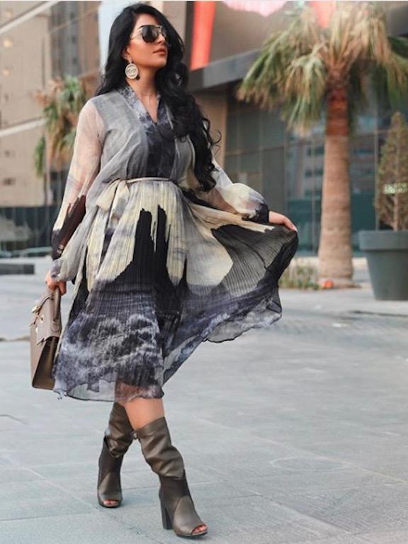 بثينة الرئيسي في فستان ميدي