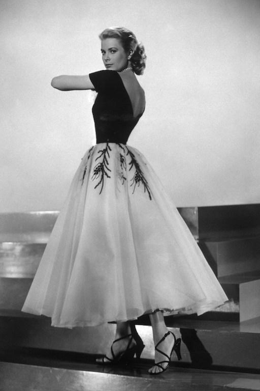 """اطلالة فاخرة لـ """"غريس كيلي"""" Grace Kelly في فستان سهرة ميدي"""