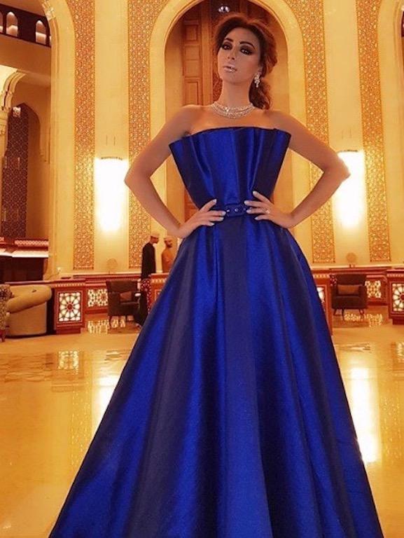 ميريام فارس في فستان أزرق في أحدث اطلالاتها