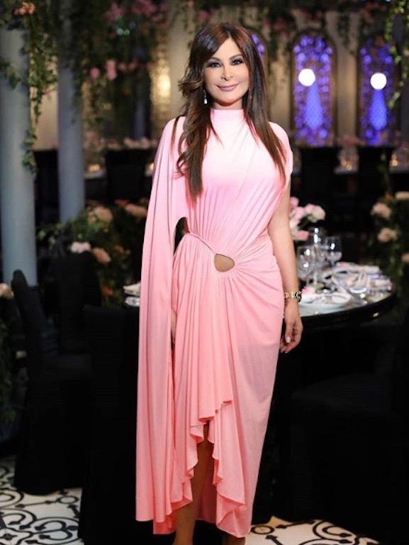 إليسا تحتفل بعيد ميلادها في فستان باللون الزهري