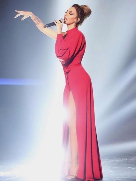 ميريام فارس في فستان أحمر