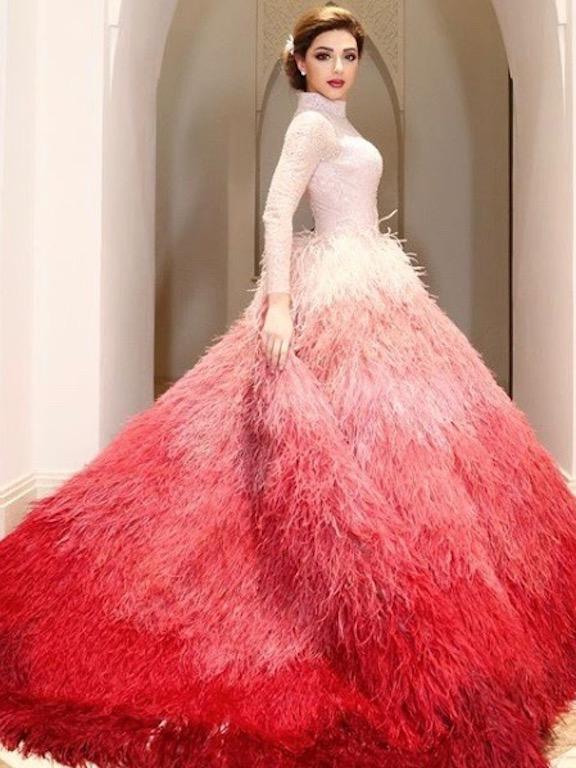 ميريام فارس في فستان ريش من رامي قاضي