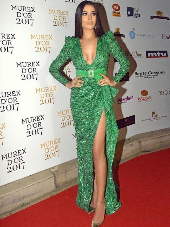 نادين نجيم في فستان سهرة طويل أخضر