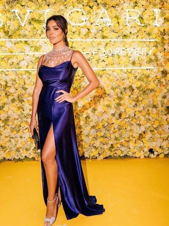 نادين نجيم في فستان عصري باللون الأزرق