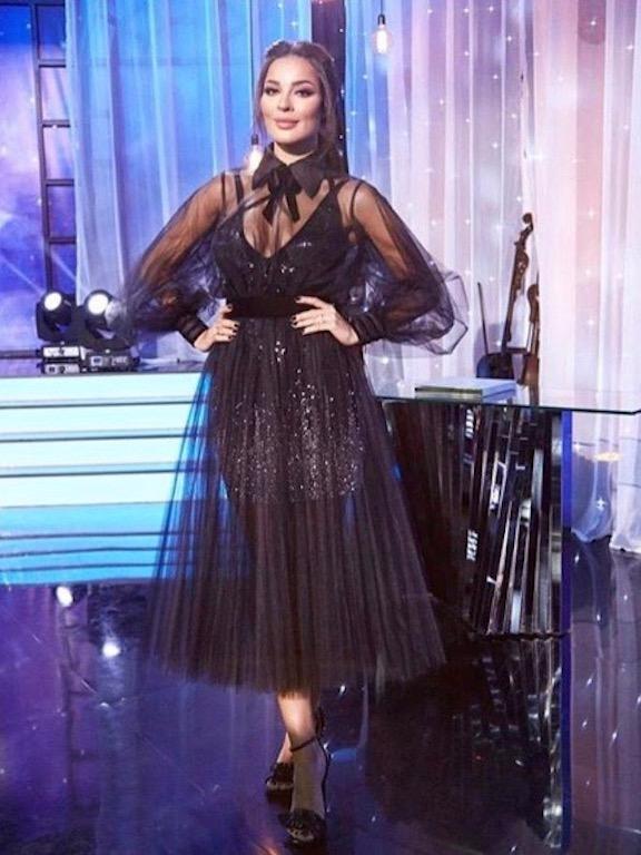 نادين نجيم في فستان شيفون أسود من جورج شقرا