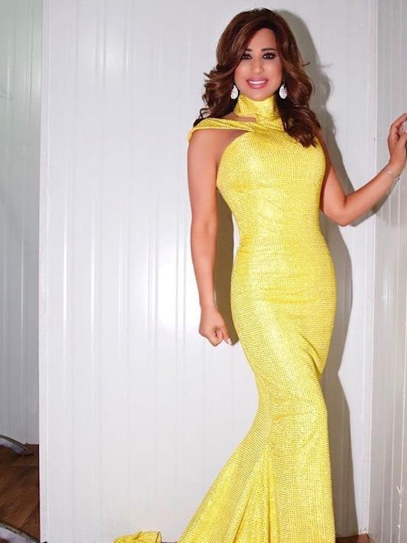 نجوى كرم في فستان أصفر