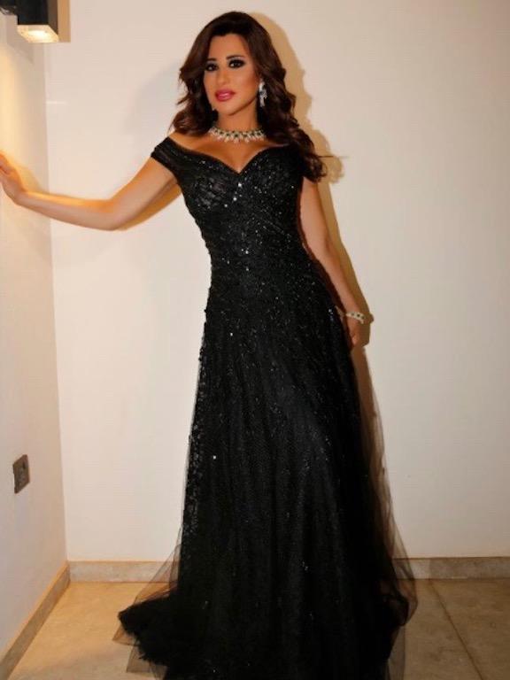 نجوى كرم في فستان أسود