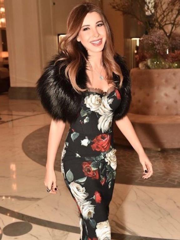 نانسي عجرم أنيقة في فستان من دولتشي أند غابانا
