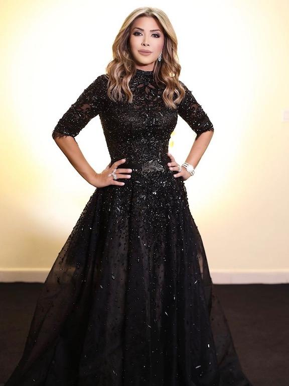 نوال الزغبي في فستان أسود في السعودية