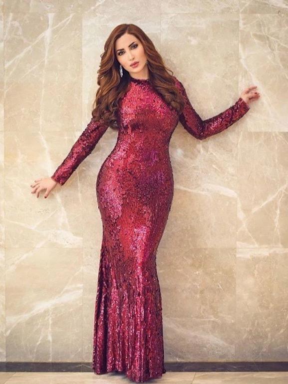 نسرين طافش في فستان ترتر باللون الأحمر