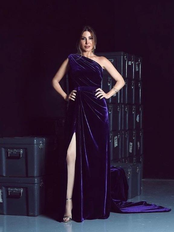 فستان من المخمل بقصة الكتف الواحد من لابورجوازي