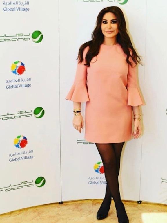 اليسا في فستان زهري قصير