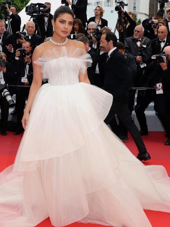 بريانكا شوبرا تخطف الأنظار في فستان من جورج حبيقة
