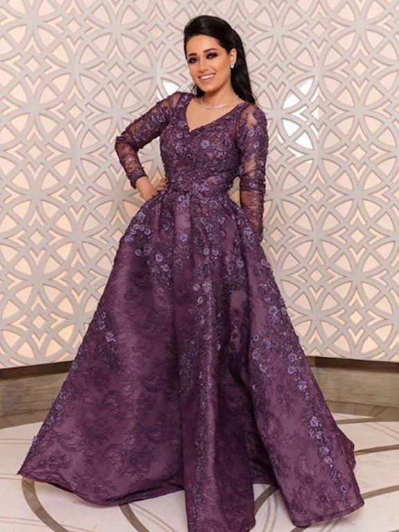 رحمة رياض في فستان بنفسجي