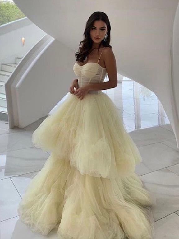 رانيا فواز في فستان من التول الأبيض