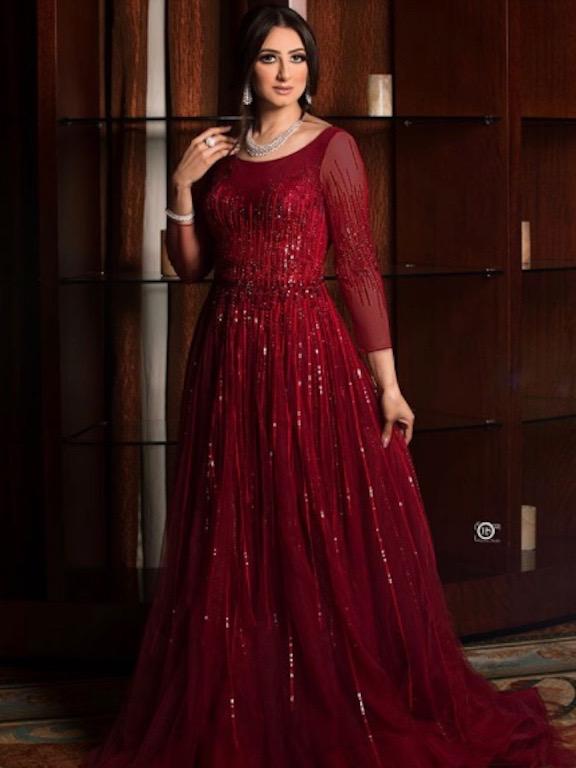 هيفاء الحسين في فستان سهرة باللون الأحمر