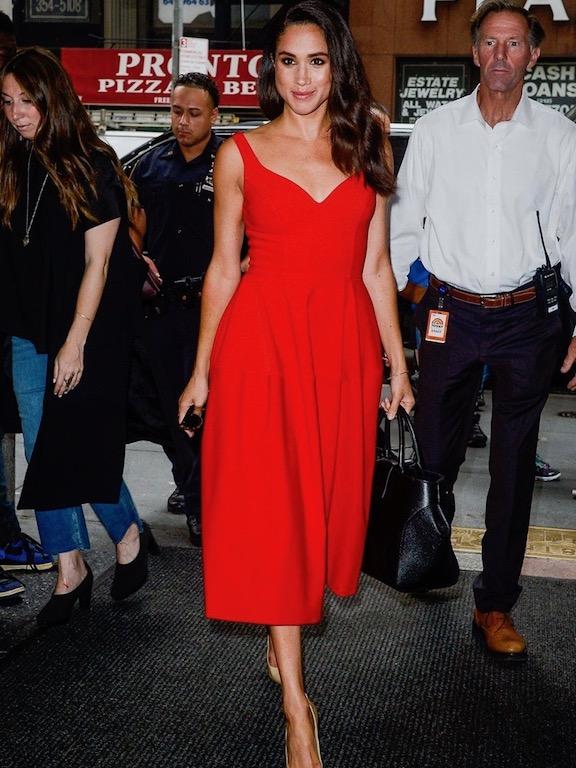ميغان ماركل في فستان أحمر