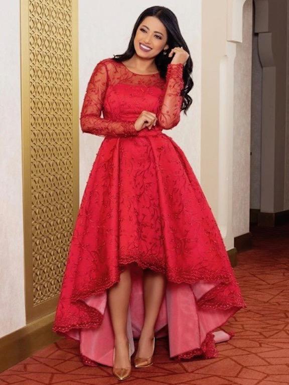 رحمة رياض في فستان أحمر