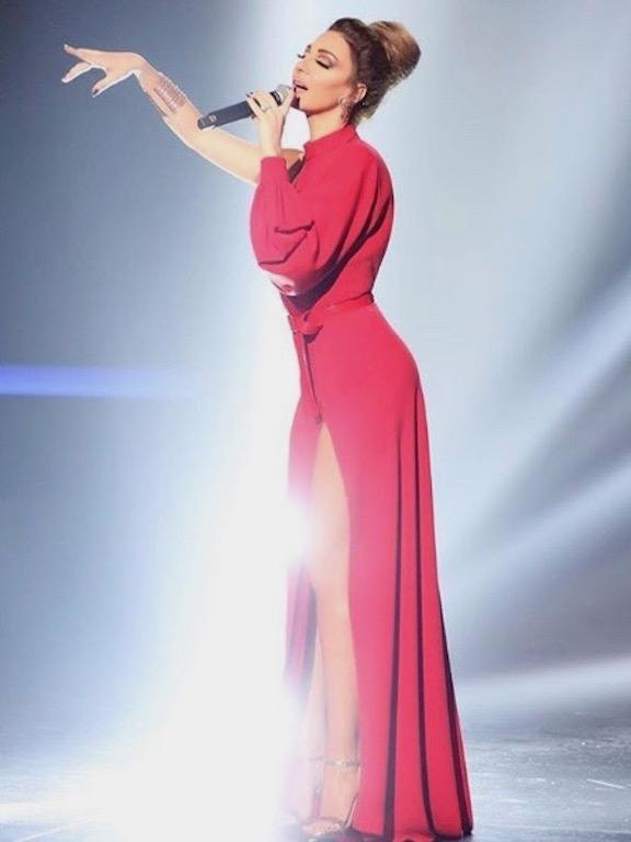 ميريام فارس تفتتح عام 2018 بفستان باللون الأحمر
