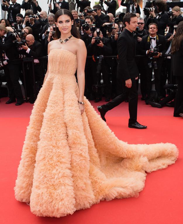 ساره سمبايو مثل الأميرات في فستان من جورج حبيقة