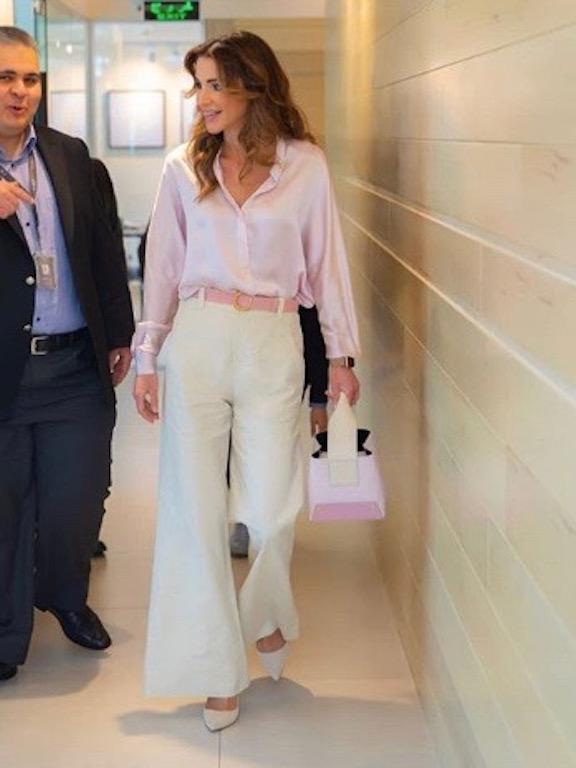 درجات الباستيل الناعمة خيار الملكة رانيا