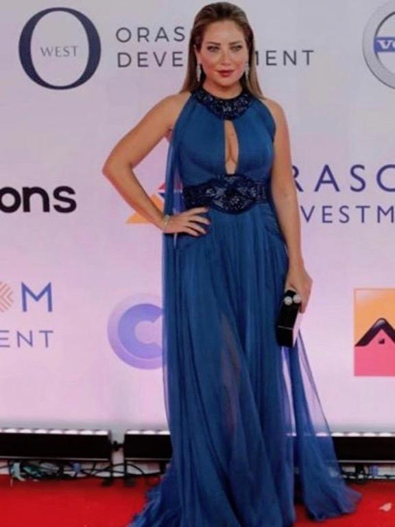 سلافة معمار في فستان أزرق من زهير مراد