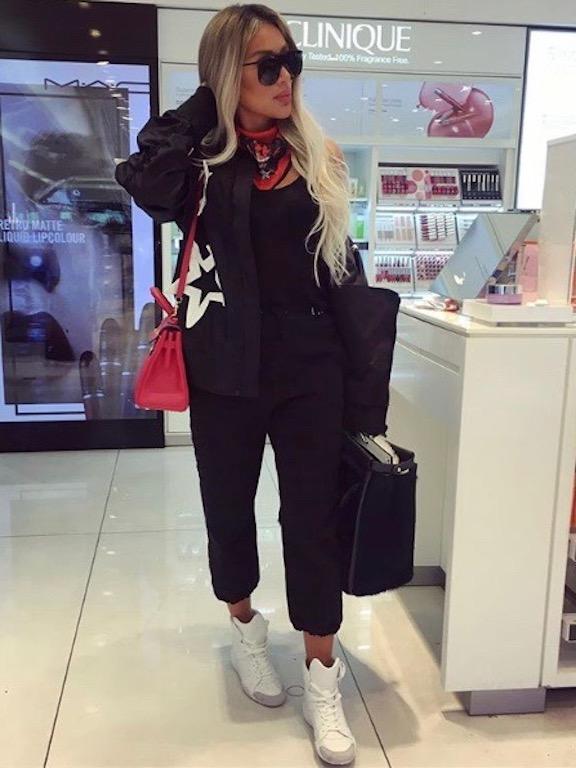 مايا دياب في ملابس رياضية