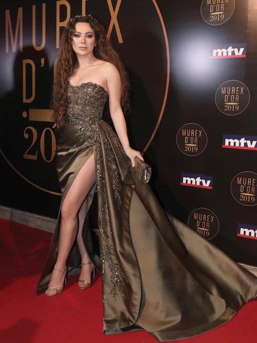 ستيفاني صليبا في فستان من زهير مراد