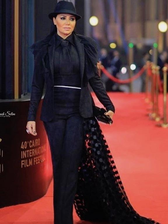 رانيا يوسف في البدلة الرسمية