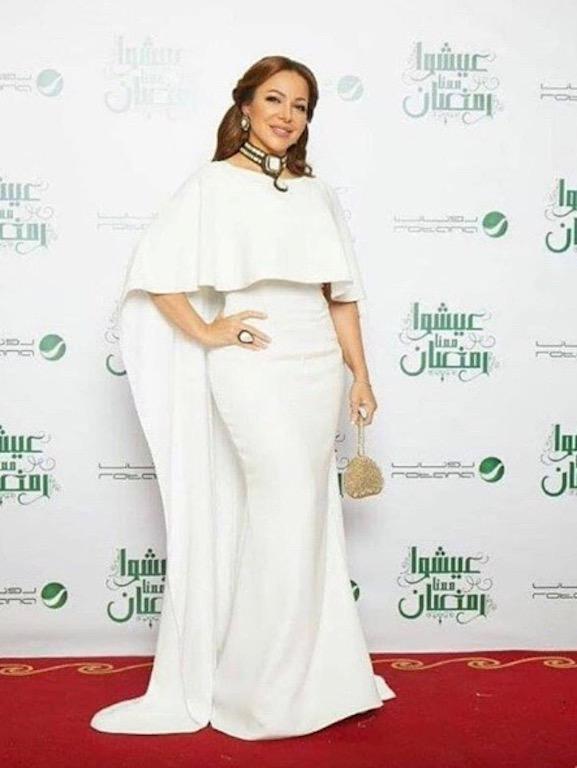 سوزان نجم الدين في ثوب أبيض