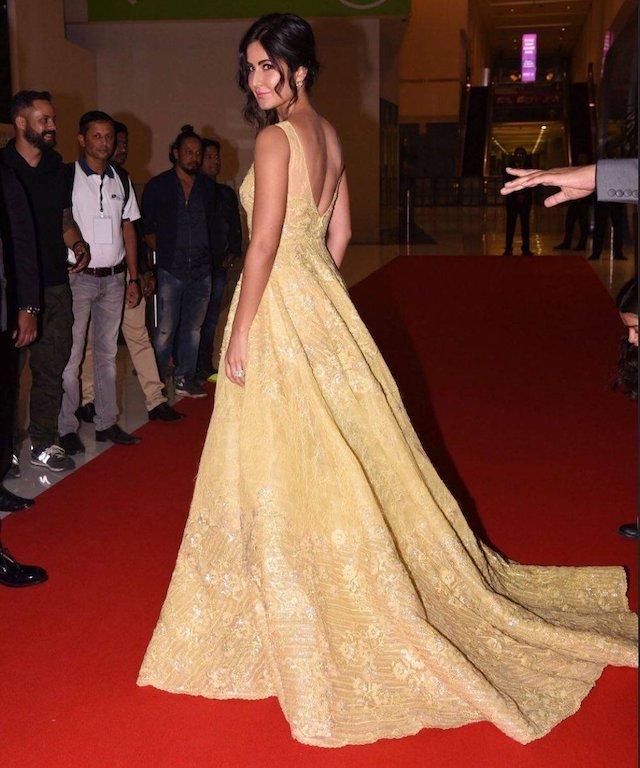 كاترينا كيف في فستان سهرة أصفر من طوني ورد