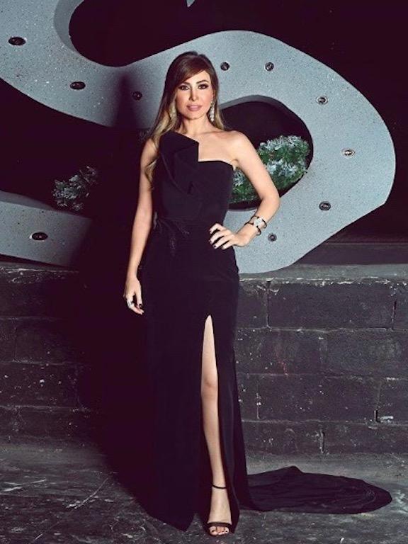 يارا في اطلالة ناعمة في فستان سهرة أسود