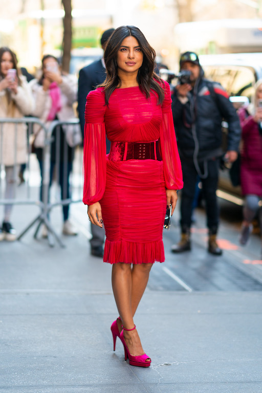 لوك حيوي وأنثوي لـ بريانكا شوبرا في فستان من توم فورد