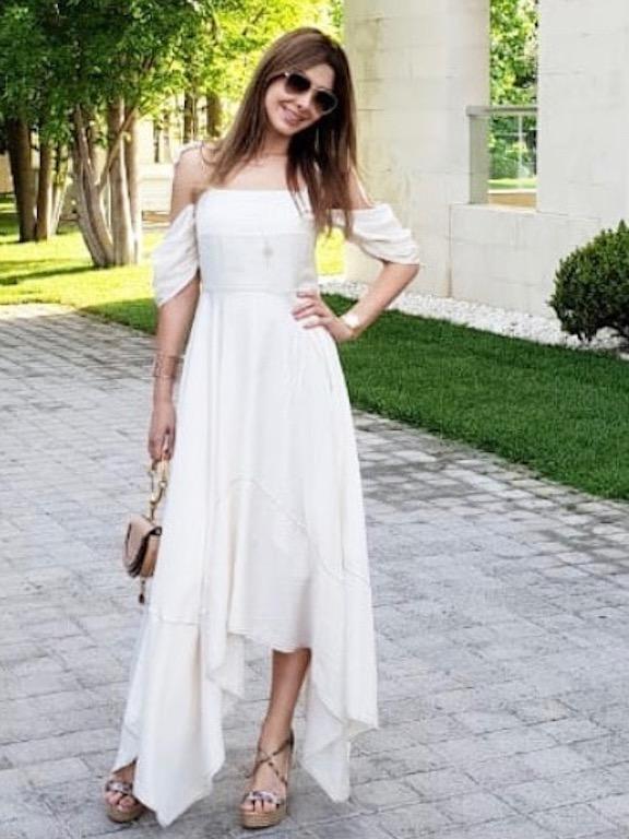 نانسي عجرم في  فستان أبيض ماكسي
