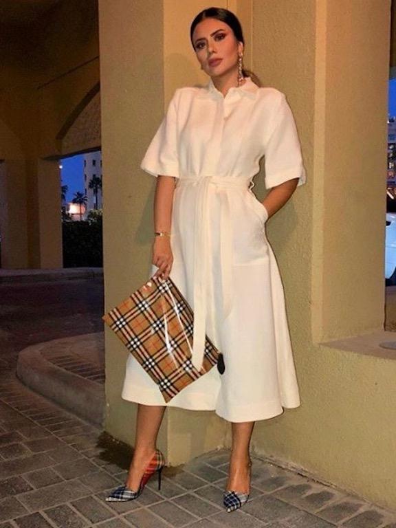 ديما الأسدي في فستان أبيض