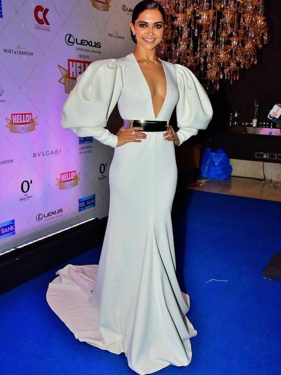 ديبيكا بادكون في فستان أبيض