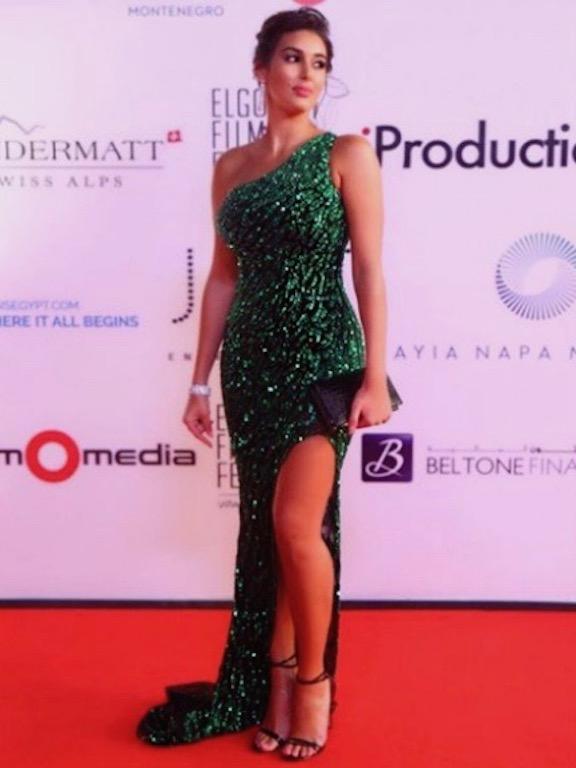 ياسمين صبري في فستان أخضر براق من يوسف الجسمي
