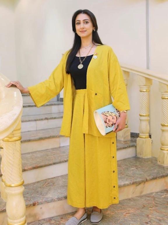 هيفاء الحسين في اطلالة باللون الأصفر