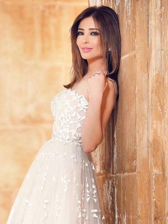 فستان أبيض من زهير مراد اختارته وفاء الكيلاني