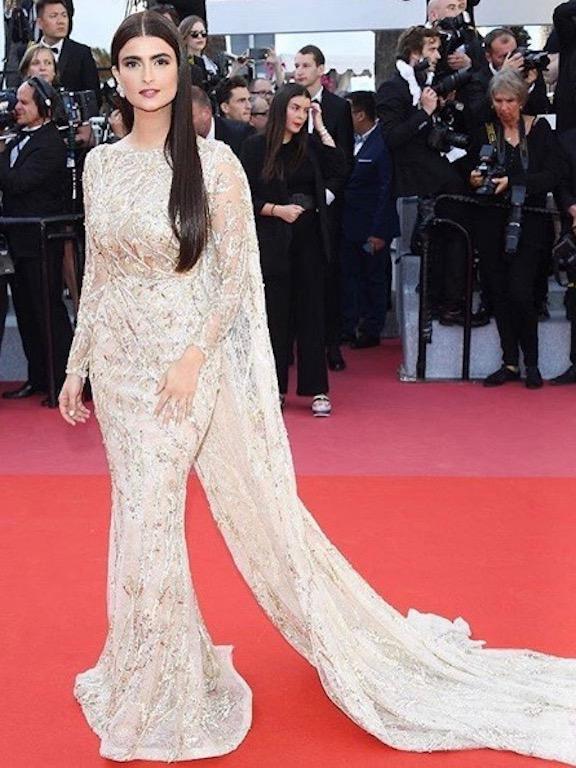 علا الفارس في فستان من زهير مراد