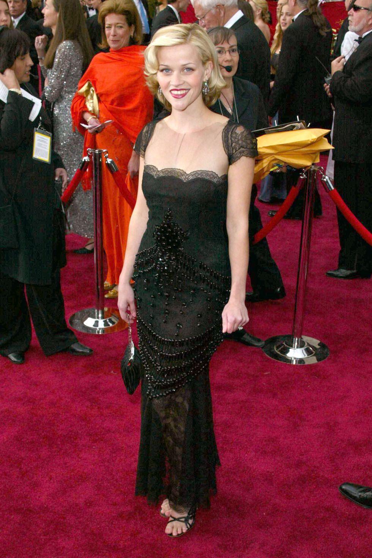فستان فنتج اختارته ريس ويزرسبون عام ٢٠٠٢