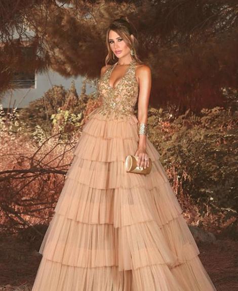 داليدا عياش في فستان من الكشكش