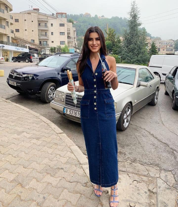 ديما الشيخلي بفستان من الجينز