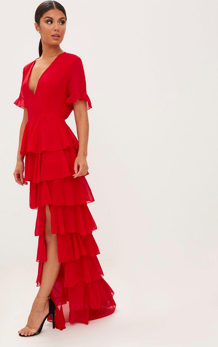 فستان باللون الأحمر