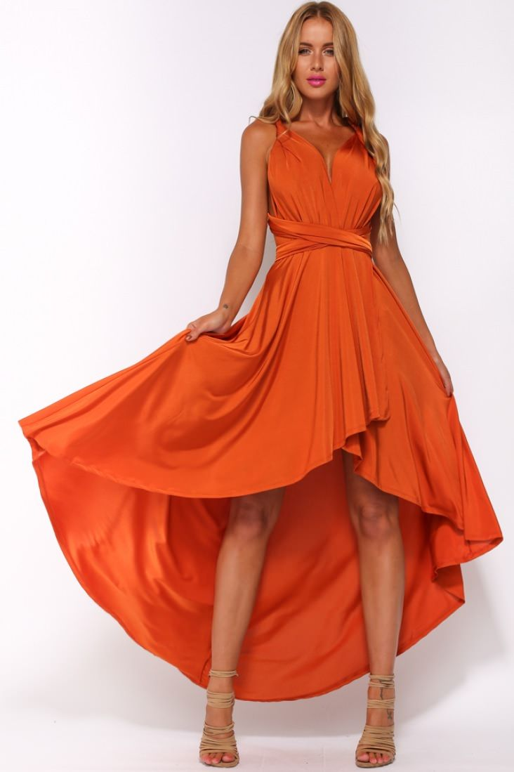 فستان باللون المرجاني