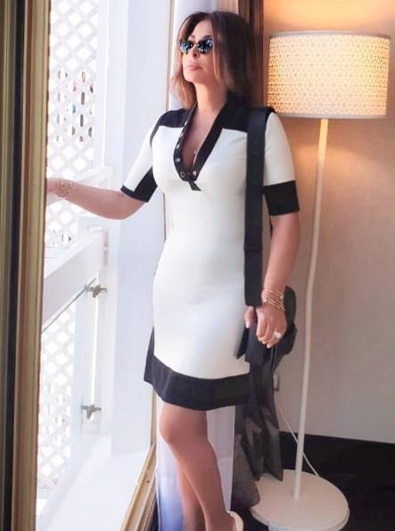 فستان باللونين الأسود والأبيض اختارته اليسا